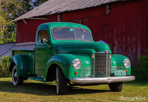 John Deere Green Old Truck
