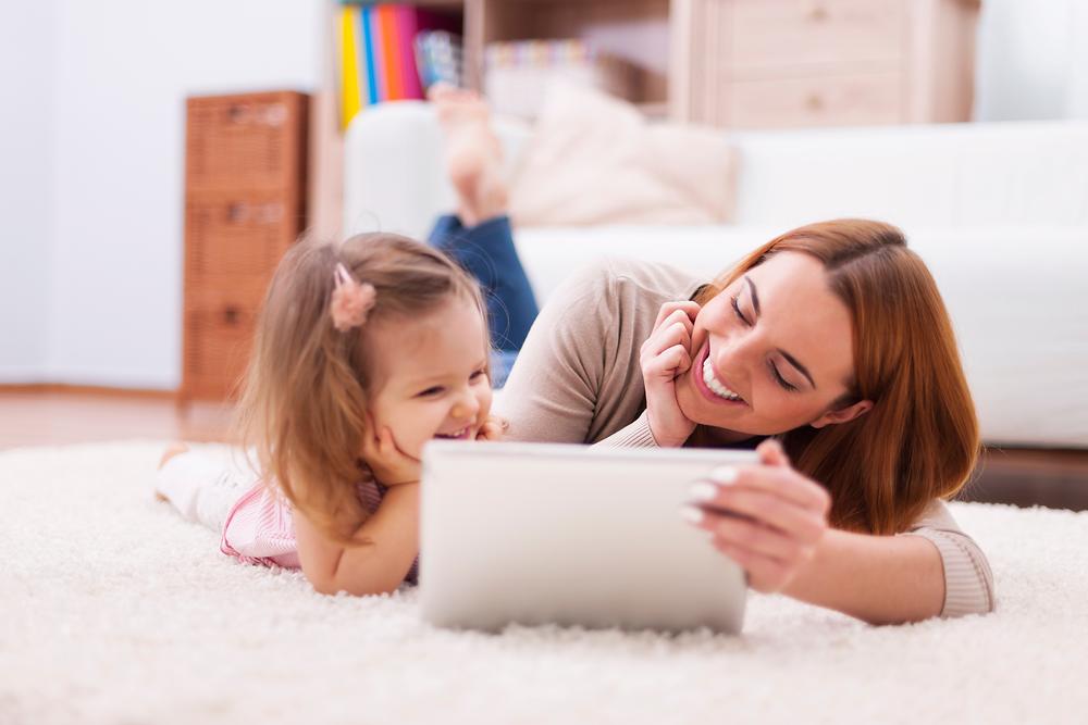 Child learning flashcards using iPad