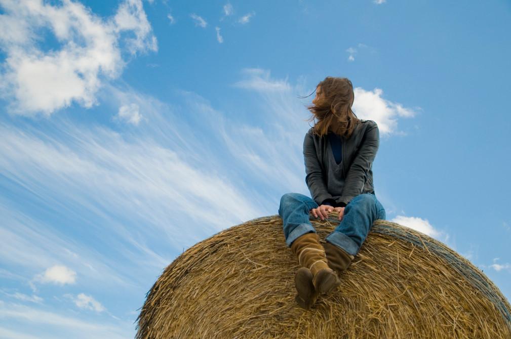 Ewa on a hay bale | Henley-on-Thames