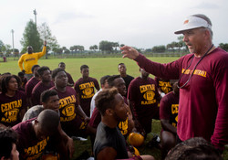 150427_hs-spring-football-notebook_glades-central_05