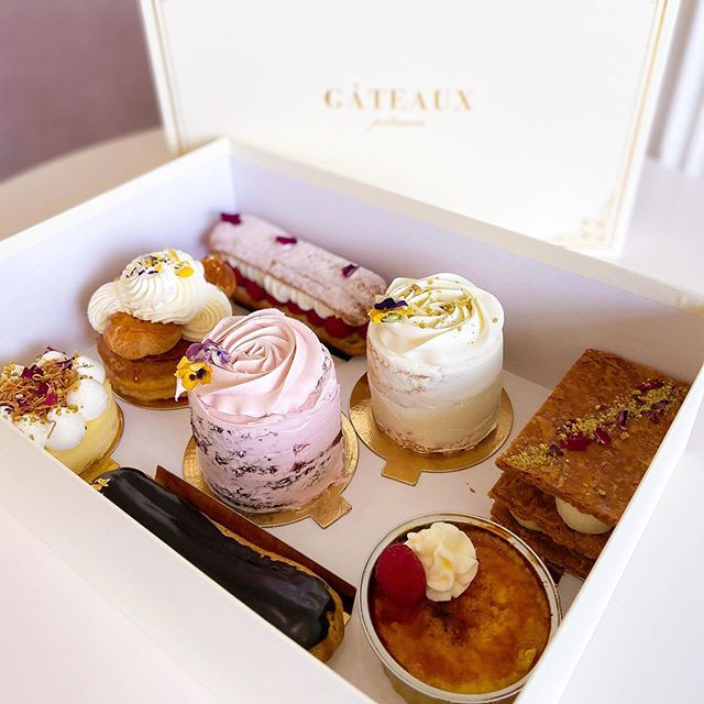 Our pastry boxes of 8 and 12 are all rea
