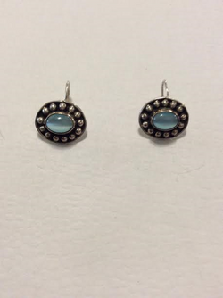 SMALL OVAL EARRINGS WITH BLUE STONES