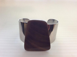 Cuff with Large Brown Shell