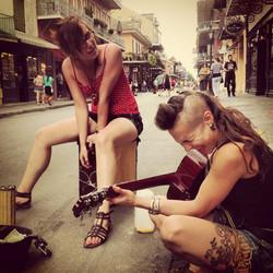 Terez jamuje na ulicích New Orleansu