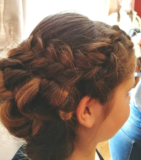 Young girl updo