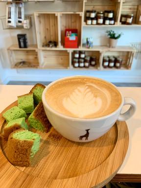 Latte with spongecake