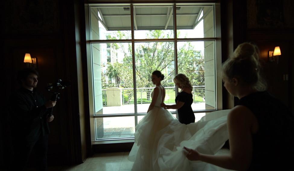 Bride Before Ceromony Pics.00_27_04_17.S