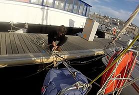 manoeuvre de port à la voile