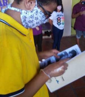 Organização realiza ação com banho para pessoas em situação de rua durante pandemia