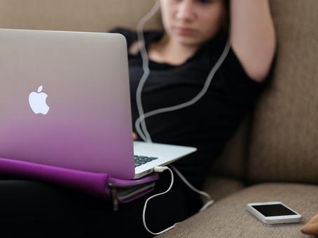 Votre enfant/ado reste accroché aux écrans ? C'est normal !