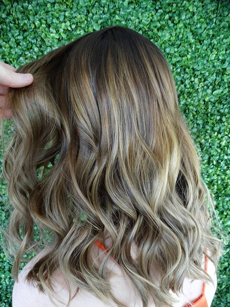 Softly blended balayage 😍  love the war