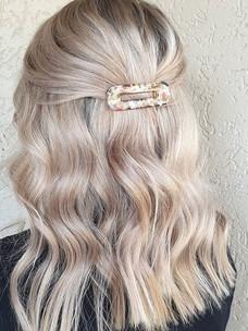 Soft pearl tones ❤️_-_#blonde #blondehai