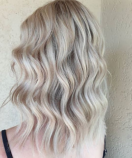 Bright creamy blondes! 🥰_Subtle root shadow blended into those bright ends ❤️_Love _keune