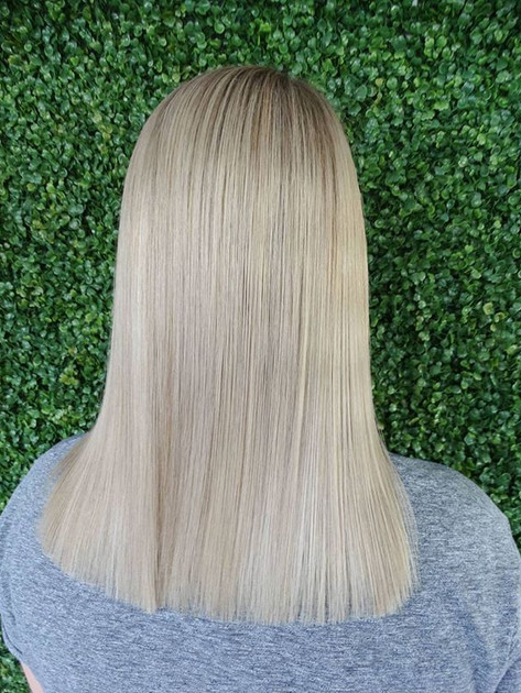 Blonde refresh with a root shadow👌🏻💙_