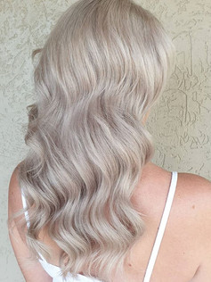 Dreamy pearl blonde 😍_Theses waves and