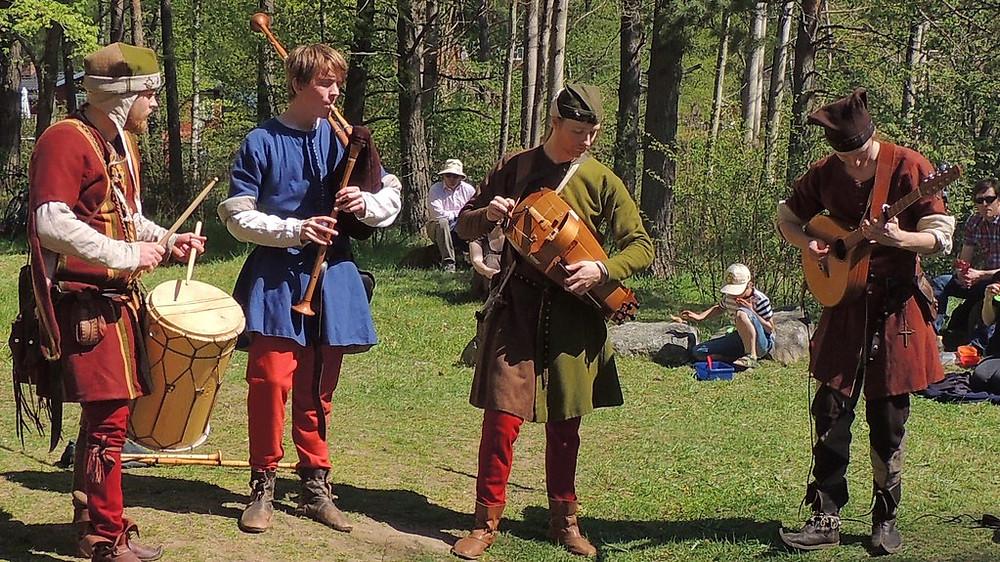 A língua dos vikings e o nórdico antigo voltarão a vida através da música