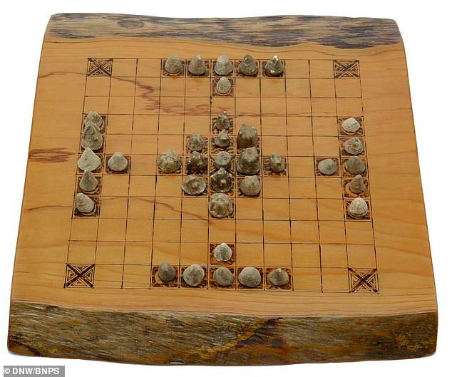 Xadrez Viking: peças de 1.000 anos de um jogo de estratégia serão leiloadas