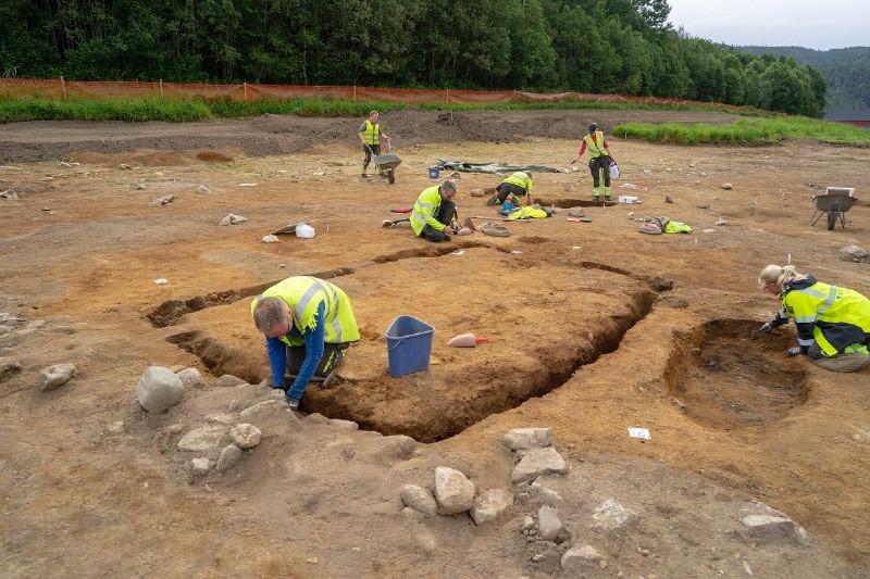 Archaeologists at Vinjeøra. Photo: Raymond Sauvage, NTNU Vitenskapsmuseet.