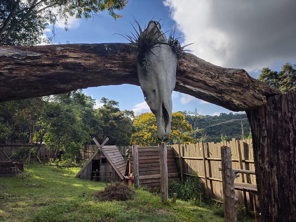 A Vila Viking Brasil reabre ao público após a paralização.
