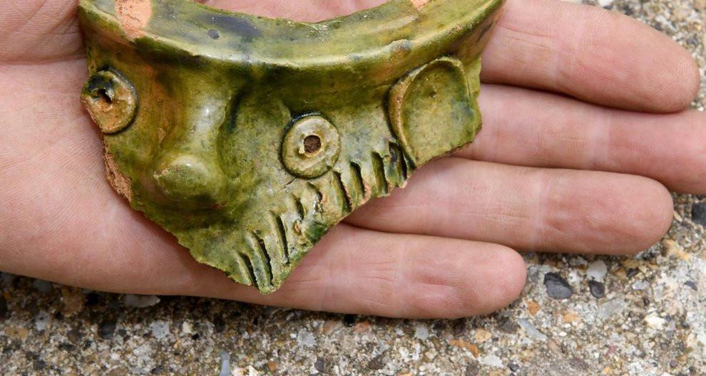 Arqueólogos buscam por objetos vikings e romanos em Scarborough, Inglaterra