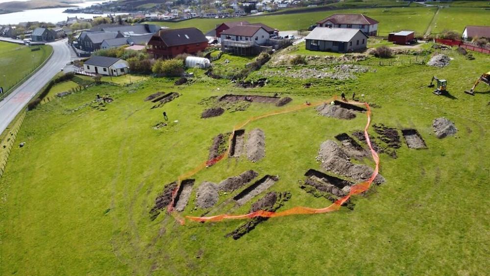 As significativas descobertas do último dia de escavação da antiga capital viking de Shetland