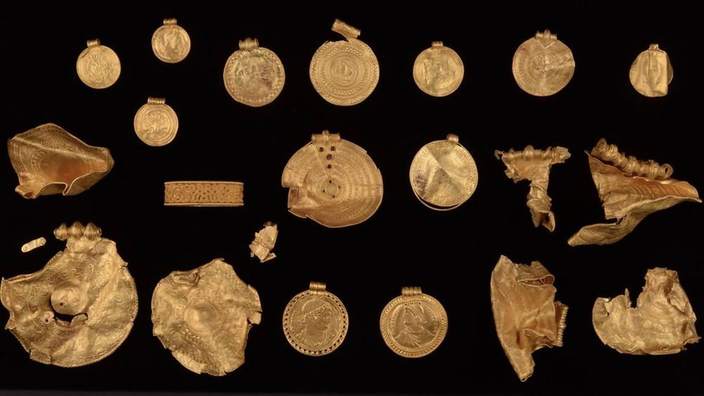 Um tesouro pré-viking foi descoberto na Dinamarca por um arqueólogo amador.
