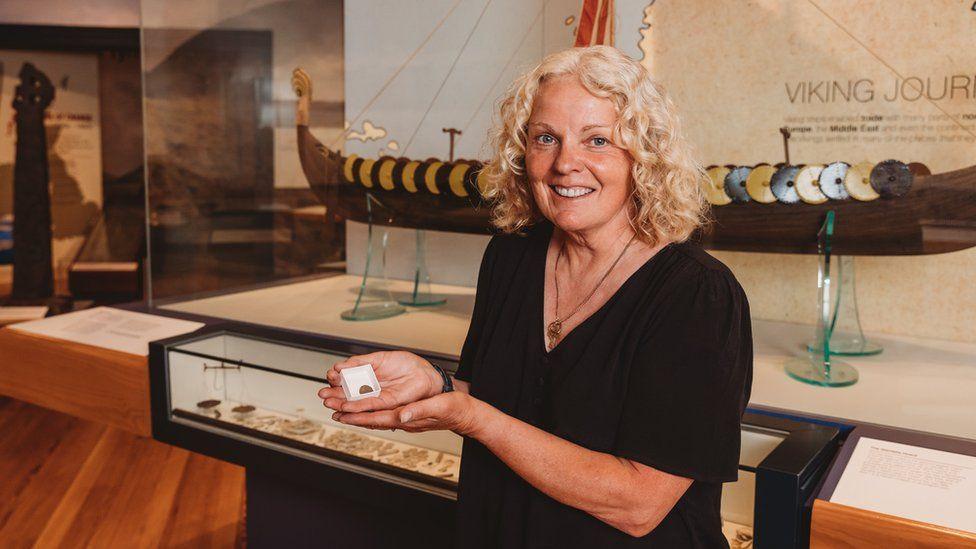 Uma detectora de metais fez sua segunda descoberta viking na Ilha de Man em menos de 6 meses