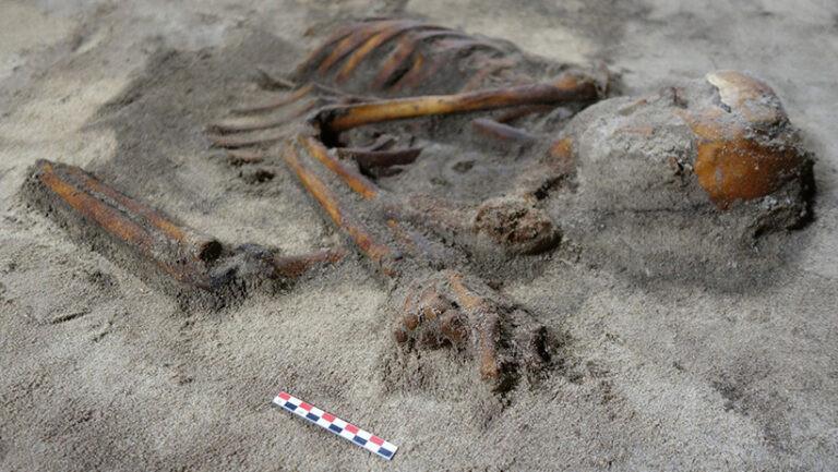 """Arqueólogos descobrem um túmulo """"incrível"""" da Idade do Ferro em Lofoten"""