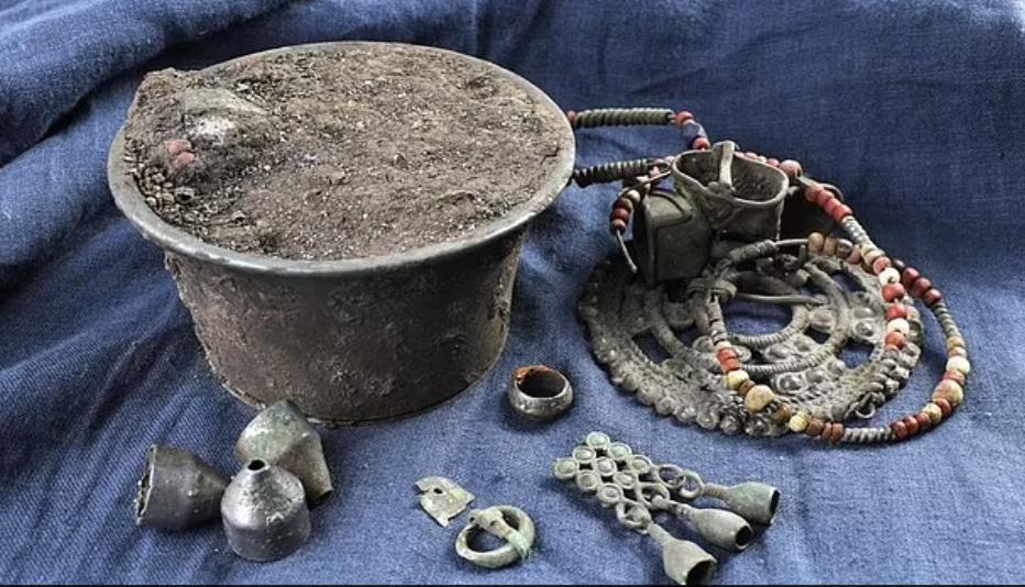 Arqueólogos descobrem joias que pertenciam aos descendentes russos dos vikings (rus)