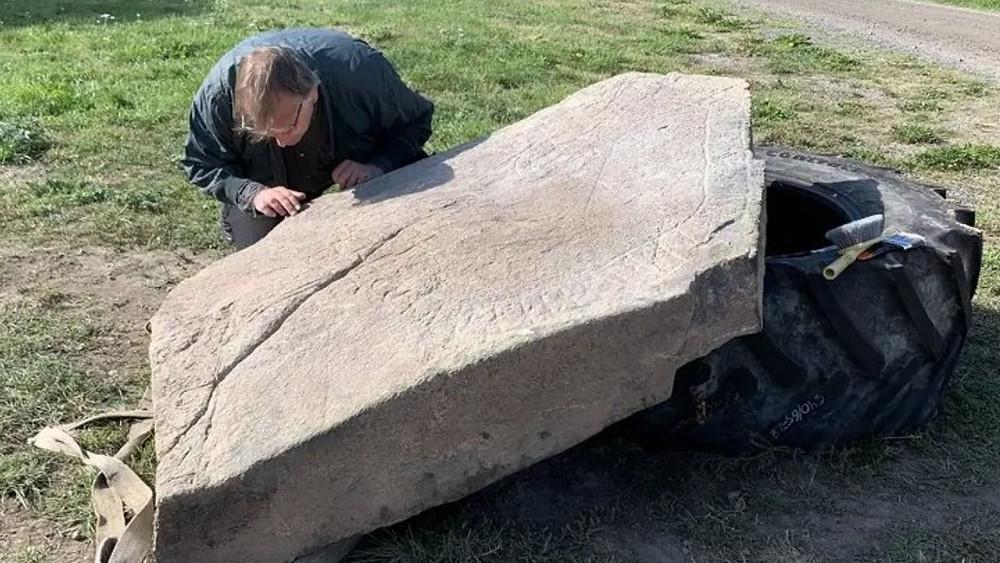 Uma possível pedra rúnica viking do Século XI foi descoberta na Suécia
