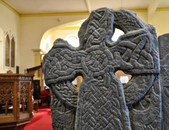 Novo livro detalha as históricas cruzes vikings de Michael