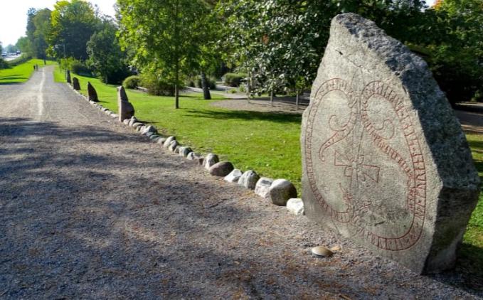 As pedras rúnicas (runestones) suecas que abrem as portas à antiga civilização viking