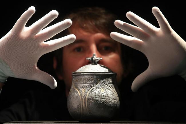 Conforme é apresentado ao público, um tesouro viking tem seus segredos revelados