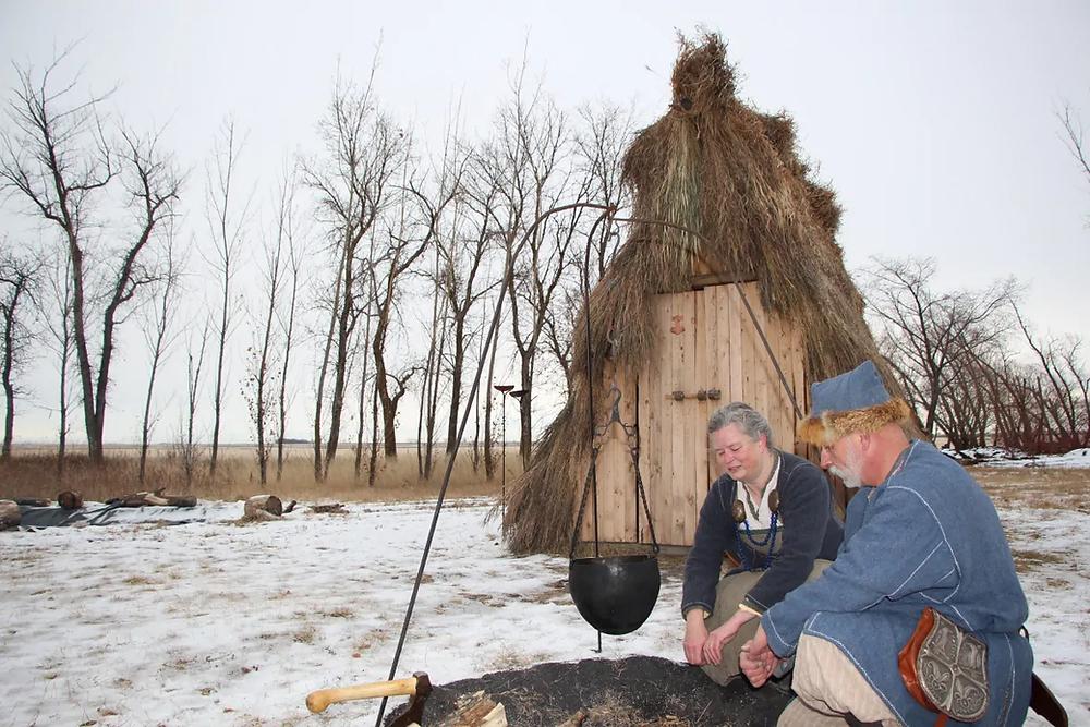 Casal canadense constrói uma cabana viking durante a pandemia