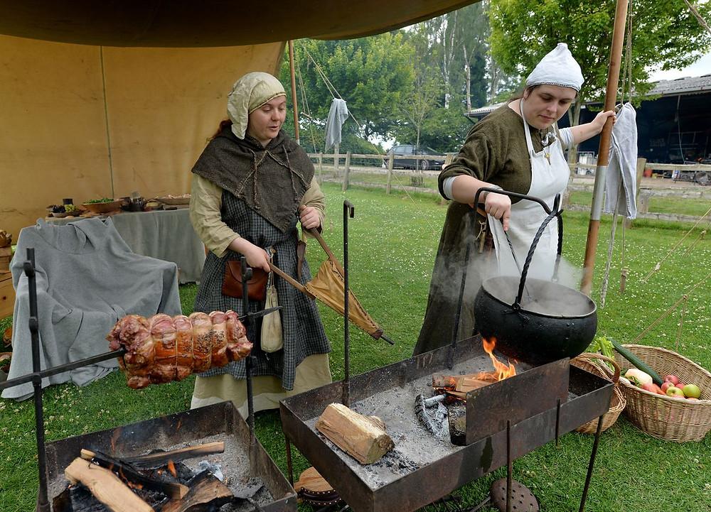 Um acampamento viking foi montado na Inglattera para ensinar sobre um importante período da história