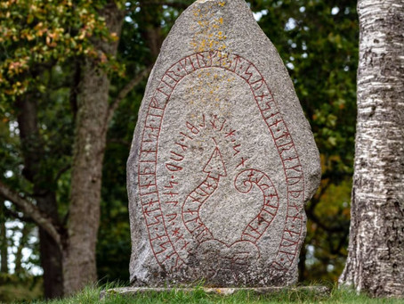 (En) 12 FATOS SURPREENDENTES SOBRE AS PEDRAS RÚNICAS VIKINGS (VIKING RUNESTONES)