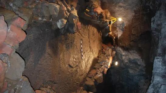 Os vikings escavaram um barco em uma caverna vulcânica para evitar o Ragnarök.