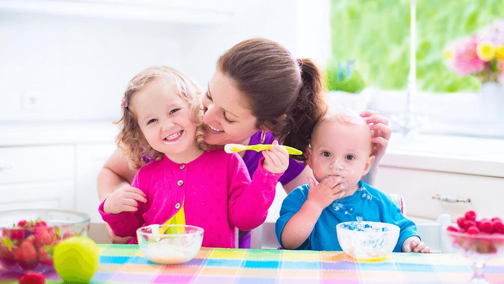Estudos psicopedagógico apontam que o crescimento e a adaptação das crianças no mundo têm diversas características e seguem alguns padrões por idade, seja no lar, na escola, nas clínicas médicas e na sociedade em geral.