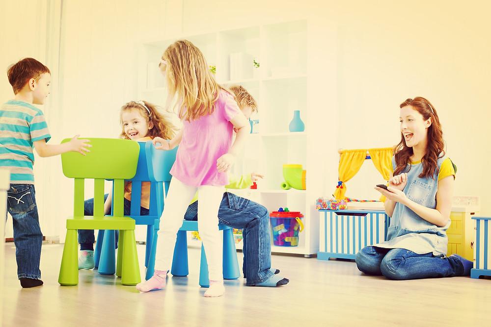 Na etapa de 02 até 07 anos o crescimento é moderado, por isso fique tranquilo se seu filho no primeiro ano da escola se desenvolver bastante e depois parecer estacionar no crescimento e reduzir muito o apetite.
