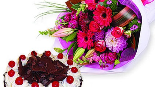 Mixed Flower Bouquet with 1/2 kg Black forest  cake