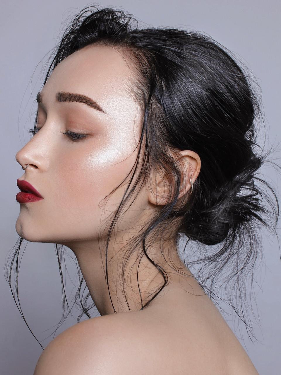 Model: Imola Saunders Makeup: Gabrielle Williams Hair: Wade Ambler Photo: Karl Fjeseth