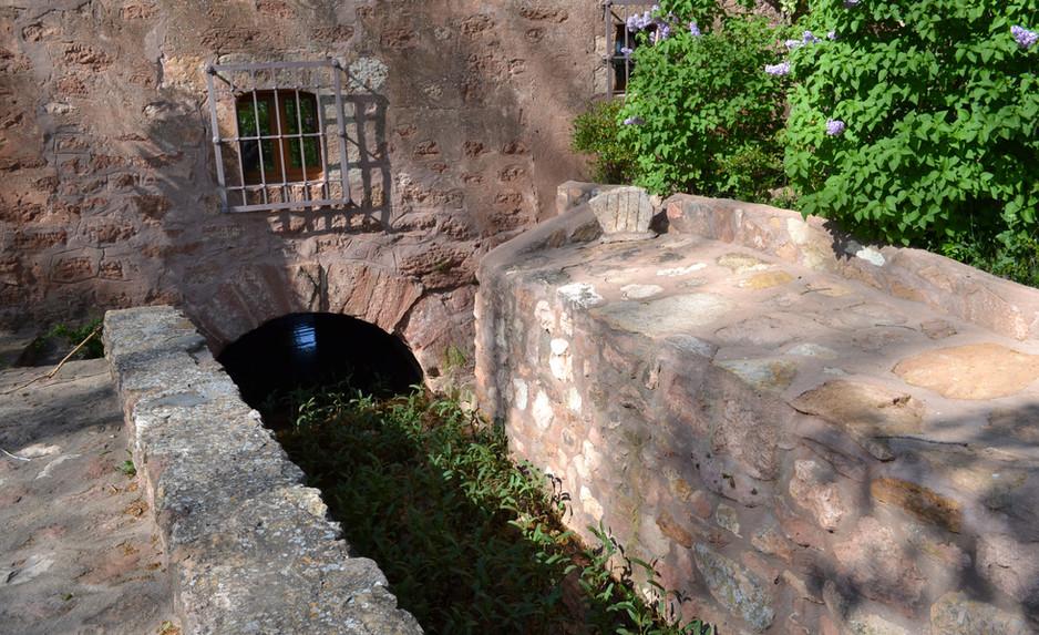Canal de agua del molino