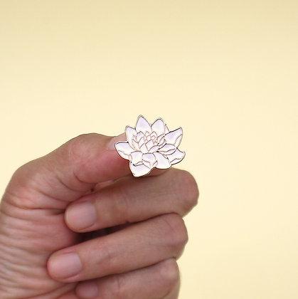 Broche pin flor de loto blanco