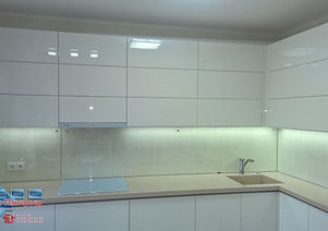 фартук из прозрачного стекла на кухню