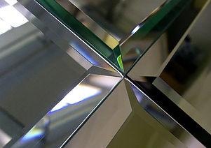 зеркальный стена