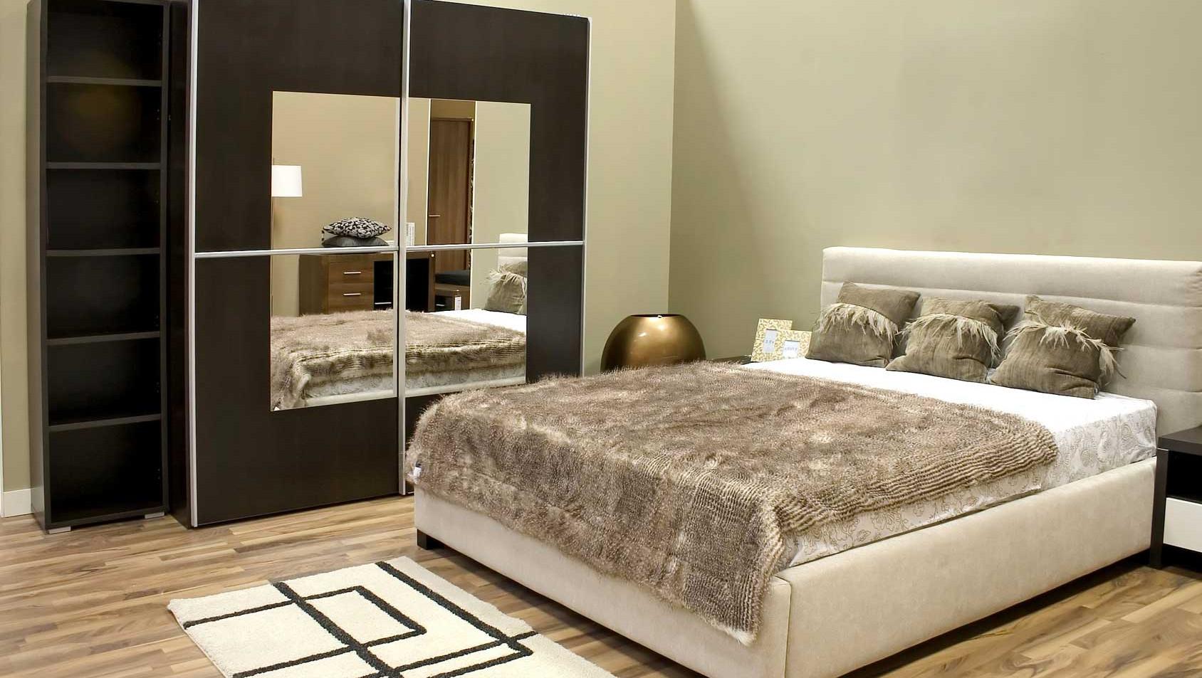 Зеркало в спальню на заказ