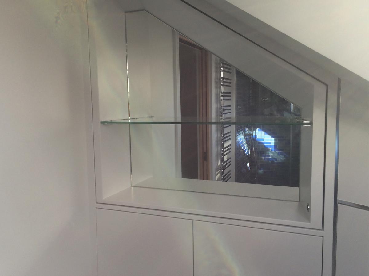 стеклянная полка с зеркалом