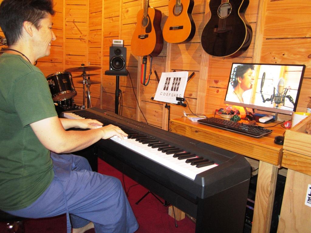 Vocal student online