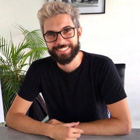 Descubra como Paulo Pinheiro transforma papel em arte
