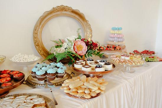 aac9aa82eb Aké sú najčastejšie požiadavky na svadobné koláčiky a torty  Mladomanželom  ide predovšetkým o veľkosť